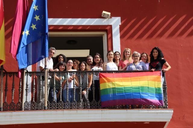 El Ayuntamiento de Alhama se suma al día del Orgullo LGTBIQ, Foto 4
