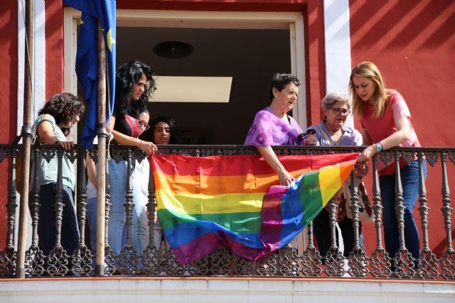 El Ayuntamiento de Alhama se suma al día del Orgullo LGTBIQ, Foto 6