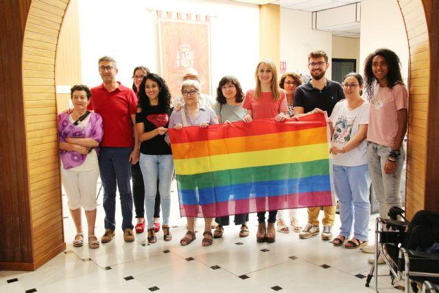 El Ayuntamiento de Alhama se suma al día del Orgullo LGTBIQ, Foto 7