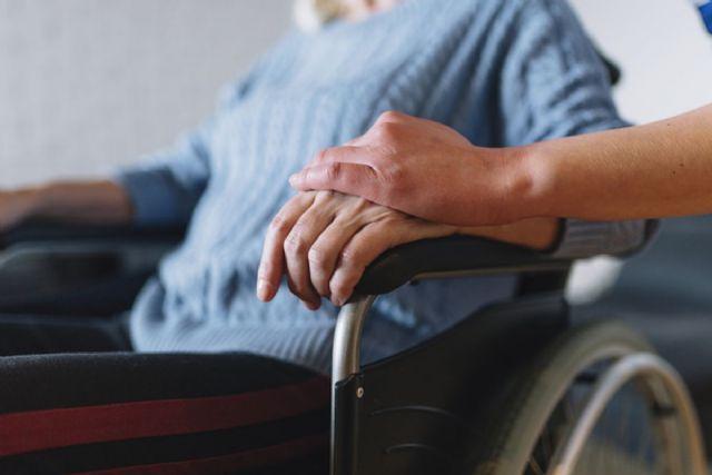 Más de cien dependientes tendrán ayuda domiciliaria mediante un convenio entre Ayuntamiento y Comunidad - 1, Foto 1