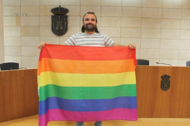 [El concejal de Igualdad efectúa una Declaración Institucional con motivo de la celebración hoy del Día Internacional del Orgullo LGTBI