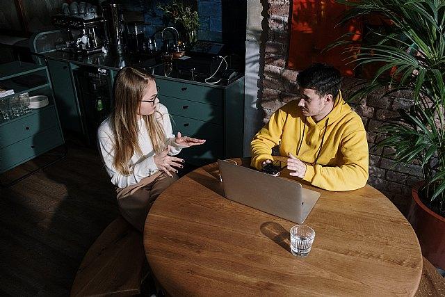 El 94% de la población considera que la pérdida auditiva afecta al ánimo y limita las relaciones sociales - 1, Foto 1