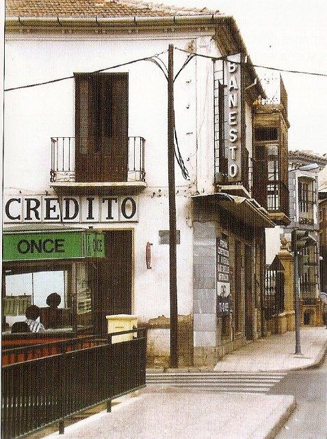 Edificio donde estuvo colocada la placa que recordaba la riada de «san Zoilo», ocurrida el 27 de junio de 1877. Fotografía gentileza Martínez Cavero., Foto 3