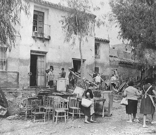 Diversas imágenes de la riada ocurrida el 26 de junio de 1964 y de algunos de los graves daños que provocó. Imágenes publicadas por Mateo García., Foto 5