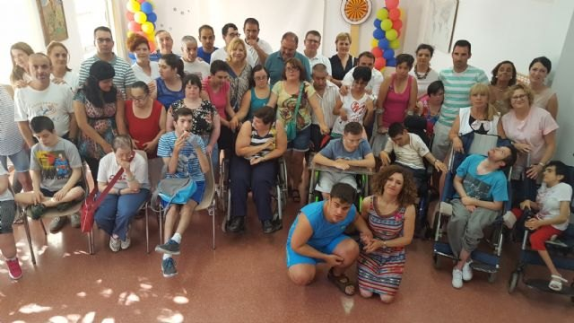Family supports 1.8 million caring for people with disabilities, the elderly and victims of violence in Totana, Foto 1