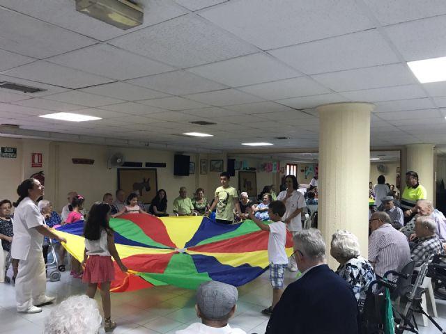 Usuarios de los servicios de Estancias Diurnas de Totana celebran el Día del Abuelo con la participación en actividades de convivencia y hermandad