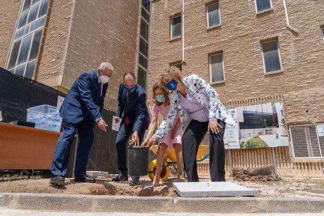 Comienzan las obras de la nueva residencia universitaria en el antiguo edificio administrativo - 1, Foto 1