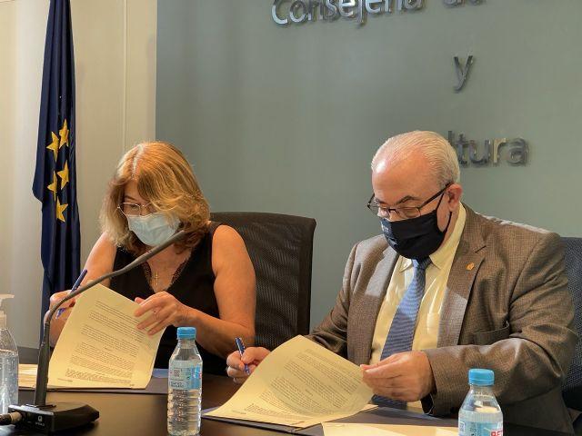 Firma del Convenio 2021 entre la Consejería de Educación y la UCAM - 1, Foto 1