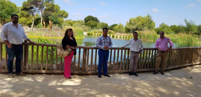 Hidrogea muestra al alcalde Luengo el parque inundable de la laguna de La Mata como solución a la llegada de aguas pluviales al Mar Menor en los periodos de fuertes lluvias - 1, Foto 1
