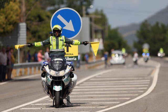 128 guardias civiles de la UMSV y un centenar de la Zona de Murcia velarán por la seguridad de La Vuelta a su paso por la Región, Foto 3
