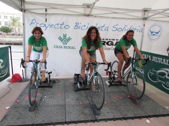 Caja Rural Regional de Murcia y Seguros RGA organizan una fan zone solidaria con motivo de la Vuelta Ciclista a España, Foto 1