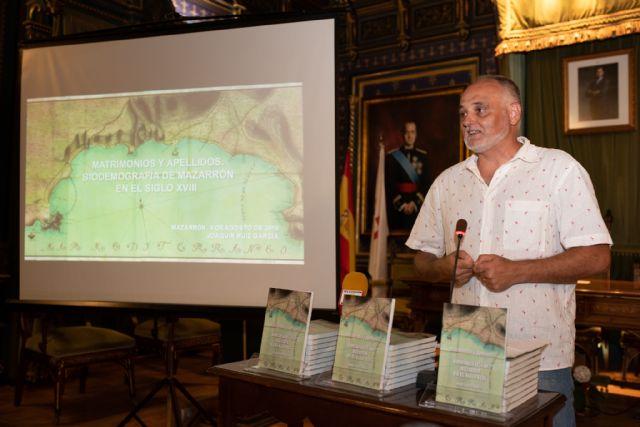 El libro de Joaquín Ruiz que indaga en la historia de los apellidos mazarroneros estará disponible en Dialnet, Foto 1