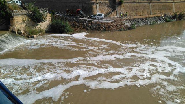Huermur denuncia en la CHS y en la Consejería de Medio Ambiente las espumas aparecidas hoy en el Segura - 3, Foto 3