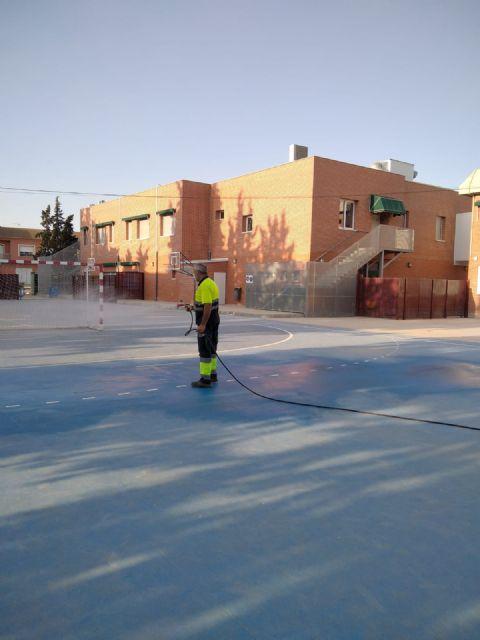 El Ayuntamiento implementa un plan municipal de limpieza y desinfección en centros educativos como medida de prevención ante el COVID-19 - 1, Foto 1