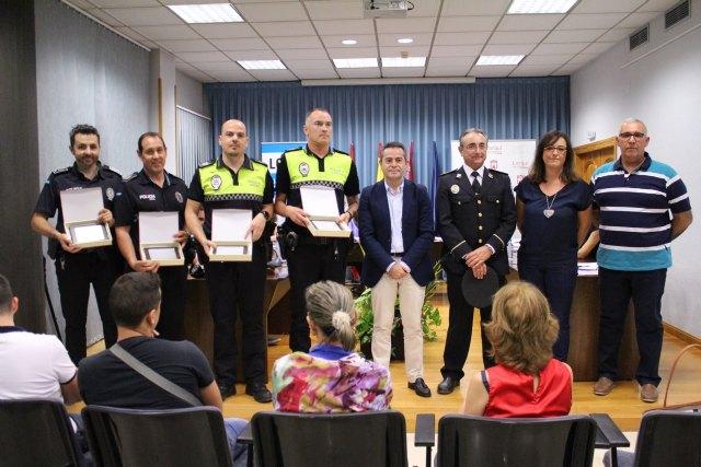 El Ayuntamiento de Lorquí reconoce a los agentes de Policía Local que rescataron a una persona del río - 1, Foto 1