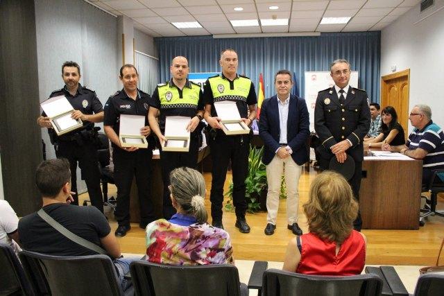El Ayuntamiento de Lorquí reconoce a los agentes de Policía Local que rescataron a una persona del río - 2, Foto 2