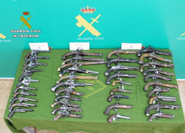 La Guardia Civil se incauta en Santomera de 40 armas de fuego históricas en posesión de un coleccionista - 1, Foto 1