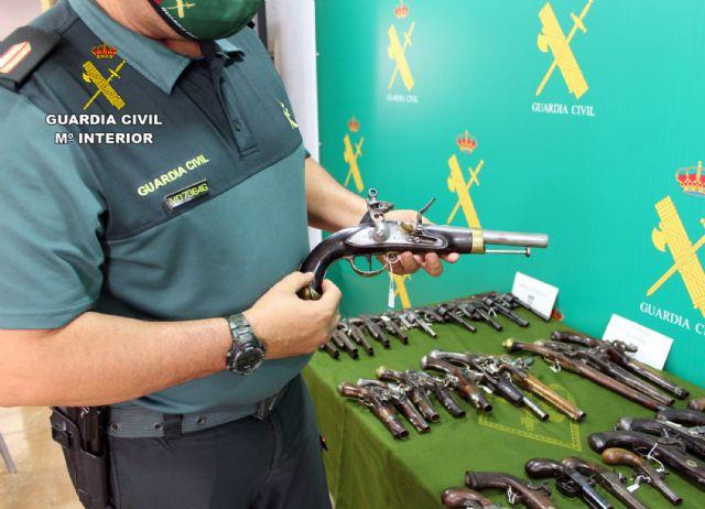 La Guardia Civil se incauta en Santomera de 40 armas de fuego históricas en posesión de un coleccionista - 2, Foto 2