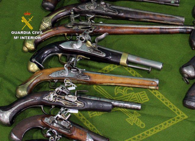 La Guardia Civil se incauta en Santomera de 40 armas de fuego históricas en posesión de un coleccionista - 4, Foto 4