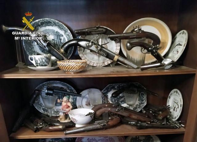 La Guardia Civil se incauta en Santomera de 40 armas de fuego históricas en posesión de un coleccionista - 5, Foto 5