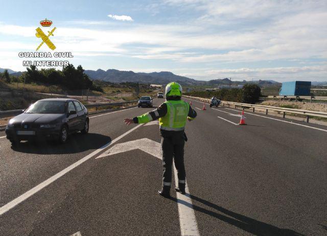 La Guardia Civil investiga al conductor de un ciclomotor que circulaba en sentido contrario por la autovía - 2, Foto 2