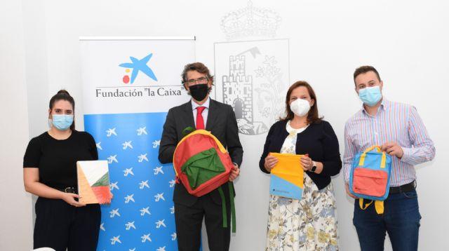 La Fundación la Caixa dona mochilas con material escolar para los estudiantes de Calasparra - 1, Foto 1