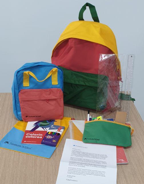 La Fundación la Caixa dona mochilas con material escolar para los estudiantes de Calasparra - 2, Foto 2