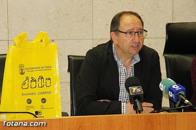 Se inicia la campaña de concienciaci�n para fomentar el reciclaje selectivo de residuos Separemos bien, reciclaremos mejor, Foto 4