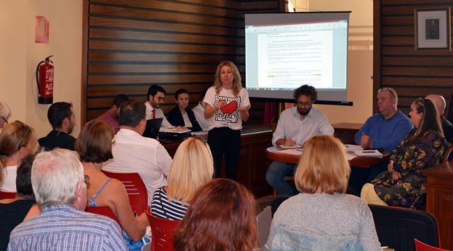 El Ayuntamiento de Campos del Río se reúne por primera vez de forma oficial con los afectados de la Urbanización de Campos del Río - 1, Foto 1