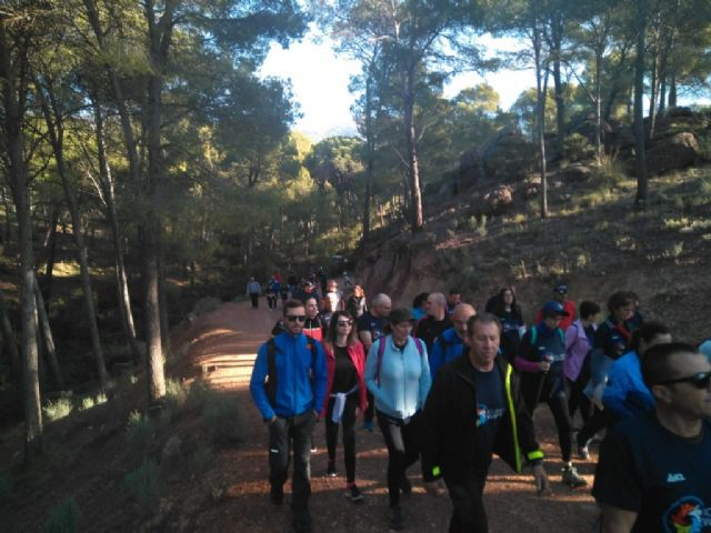 Numerosas personas toman parte en la ruta solidaria por Sierra Espuña a favor de D´Genes, Foto 2