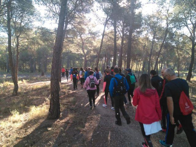 Numerosas personas toman parte en la ruta solidaria por Sierra Espuña a favor de D´Genes, Foto 5