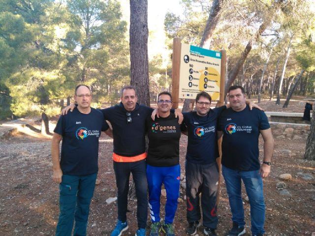 Numerosas personas toman parte en la ruta solidaria por Sierra Espuña a favor de D´Genes, Foto 7