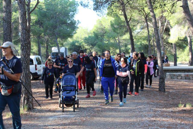 Numerosas personas toman parte en la ruta solidaria por Sierra Espuña a favor de D´Genes, Foto 8