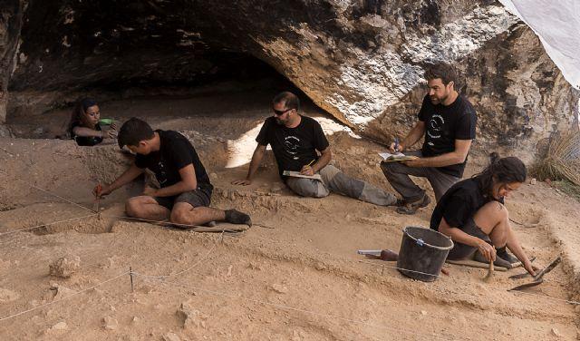 El Museo Arqueológico de Murcia acoge una conferencia de la UMU sobre los hallazgos arqueológicos en la Cueva del Arco y el Cañón de Almadenes - 2, Foto 2