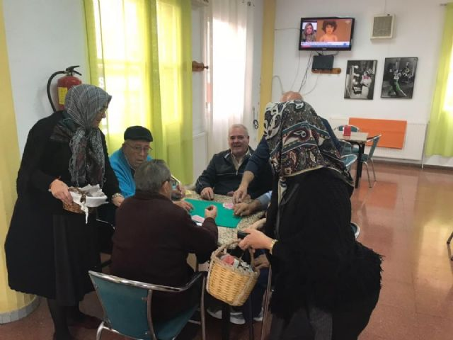 The castañeras visit the Day Care Service of the Day Center for Elderly Dependents of the Balsa Vieja square - 3