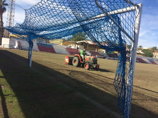 "They carry out reseeding work in the municipal stadium ""Juan Cayuela"" to guarantee its maintenance"