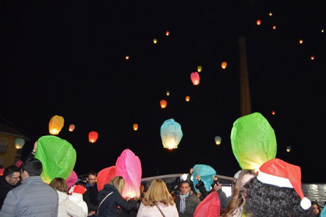 La suelta navideña de farolillos voladores en Las Torres de Cotillas será a beneficio de las AMPAS locales - 1, Foto 1
