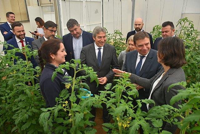 El Ministro de Agricultura, Pesca y Alimentación visita el centro de investigación y desarrollo de BASF en Utrera - 1, Foto 1