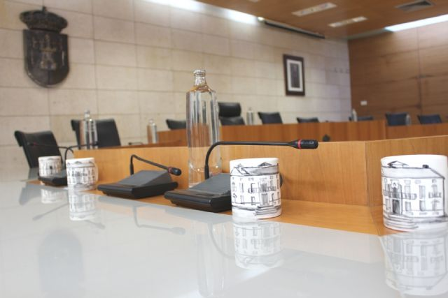 The City Council eliminates today the plastic bottles in the Plenary as a simple symbolic gesture in the fight against climate change, Foto 2