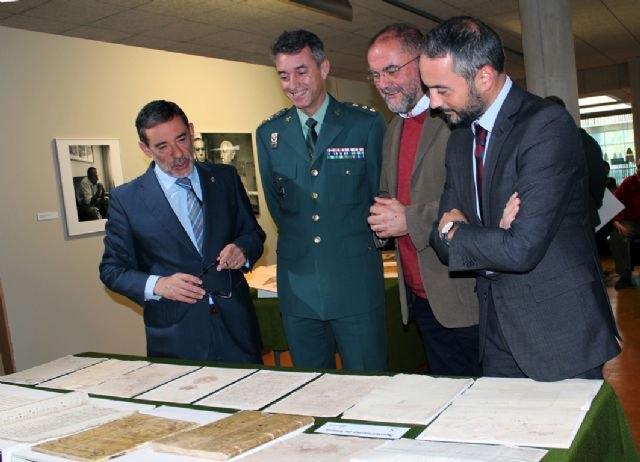 Entrega de documentos expoliados del Archivo Municipal de Totana