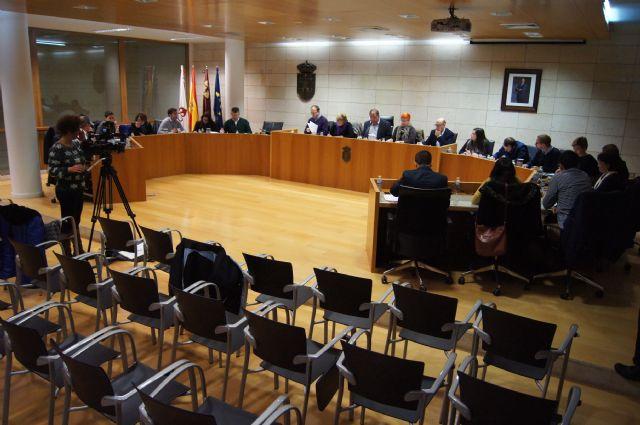 El Pleno aborda el reconocimiento de la Corporación municipal a  varios trabajadores del Ayuntamiento de Totana con motivo de su jubilación - 1, Foto 1