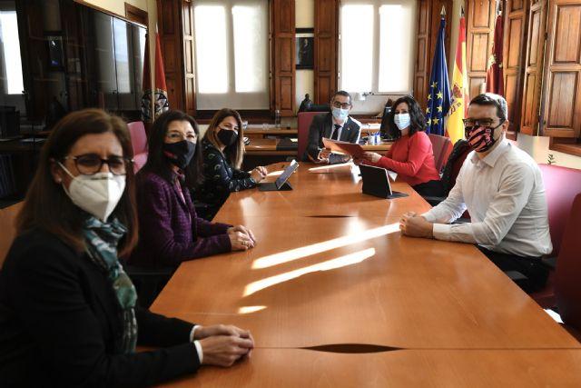 La UMU y la Consejería de Turismo, Juventud y Deportes firman un acuerdo para colaborar en acciones relacionadas con la juventud - 1, Foto 1