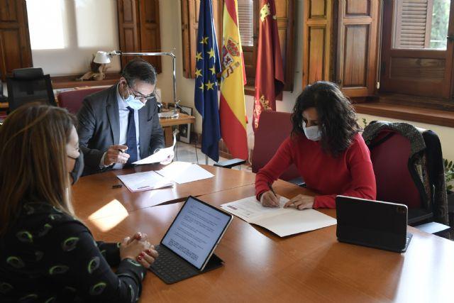 La UMU y la Consejería de Turismo, Juventud y Deportes firman un acuerdo para colaborar en acciones relacionadas con la juventud - 2, Foto 2
