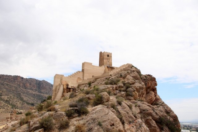 Retirada la grúa del Castillo de Alhama, tras 10 años formando parte de nuestro paisaje - 1, Foto 1