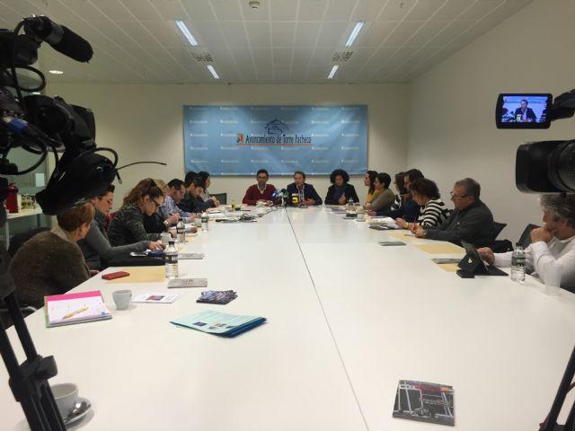 El Alcalde de Torre-Pacheco acompañado de miembros de su equipo de gobierno recibe a los medios de comunicación - 1, Foto 1