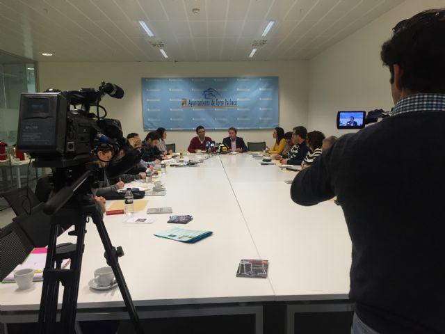 El Alcalde de Torre-Pacheco acompañado de miembros de su equipo de gobierno recibe a los medios de comunicación - 2, Foto 2