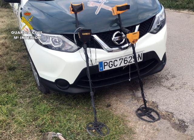 La Guardia Civil sorprende en Cehegín a tres presuntos expoliadores con piezas arqueológicas - 1, Foto 1
