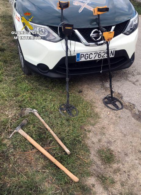 La Guardia Civil sorprende en Cehegín a tres presuntos expoliadores con piezas arqueológicas - 2, Foto 2