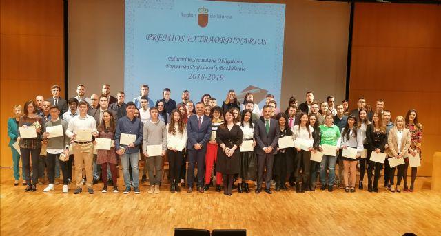 La consejera de Educación entrega los Premios Extraordinarios de FP, ESO y Bachillerato a 60 alumnos de la Región