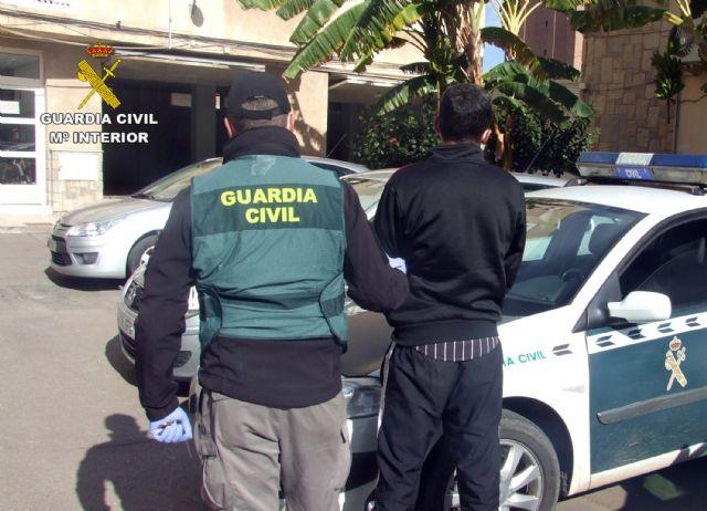 La Guardia Civil detiene en Fuente Álamo a un joven dedicado a atracar comercios - 2, Foto 2
